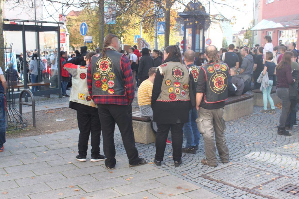 Antifa-Rocker auf der Zwischenkundgebung am Wetzlaer Platz