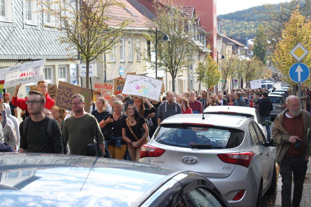 Antifa-Demo auf dem Weg zur Abschlusskungebung bei der AfD